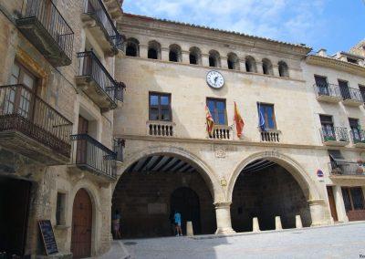 Videoproyección profesional en sala corporativa –  Ayuntamiento de Calaceite – Teruel